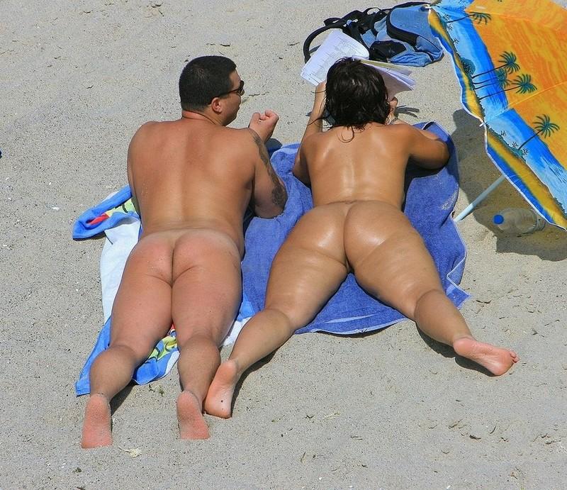 Big Butt Amateur Nudist On The Beach Spankbang Com 1